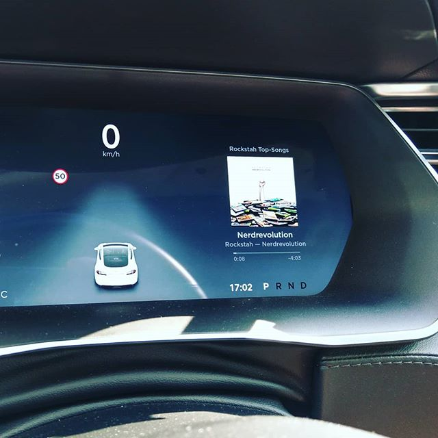 Keine Tesla Fahrt ohne @rockstah #nerdRevolution #teslamodels #tesla #teslamotors #teslamodels #imautokino #radionukular