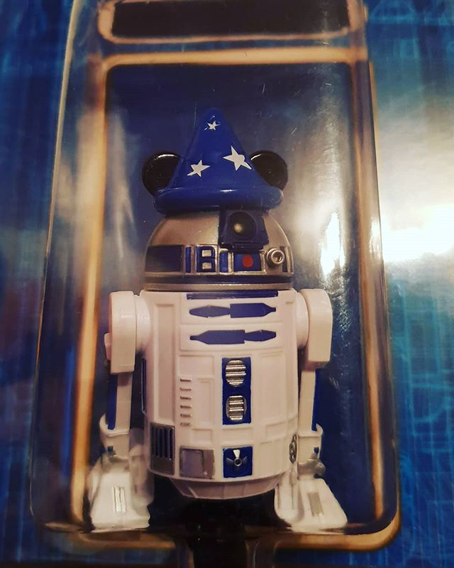 My new Custom #starwars #r2d2 ?♥️ big thx my Little brother for this #disneylandparis gift