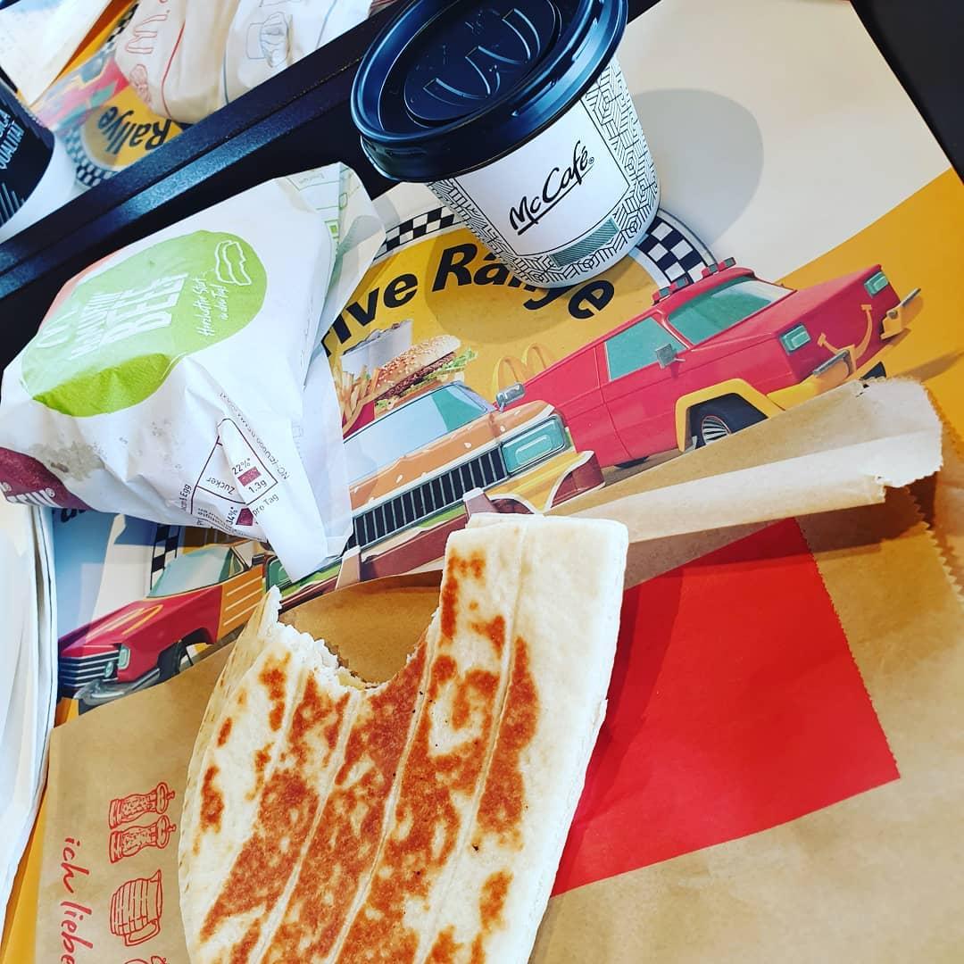 Mal wieder Essen..diesmal #frühstück bei @mcdonalds_austria mit einem Gratis Kaffee. Der #mcmuffin Bacon and Eggs war viel besser als erwartet. Den muss ich mir wieder holen 🥓🍔🍳