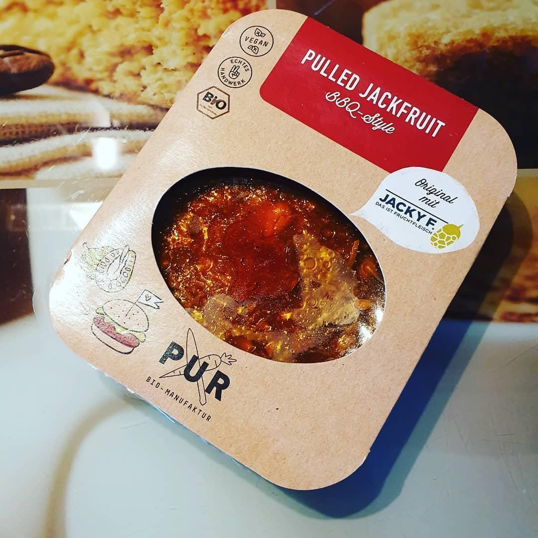 Wieder Mal ein #veggie Test :) ab mit der pulled jackfruit auf den Grill #foodporn #bbqtime