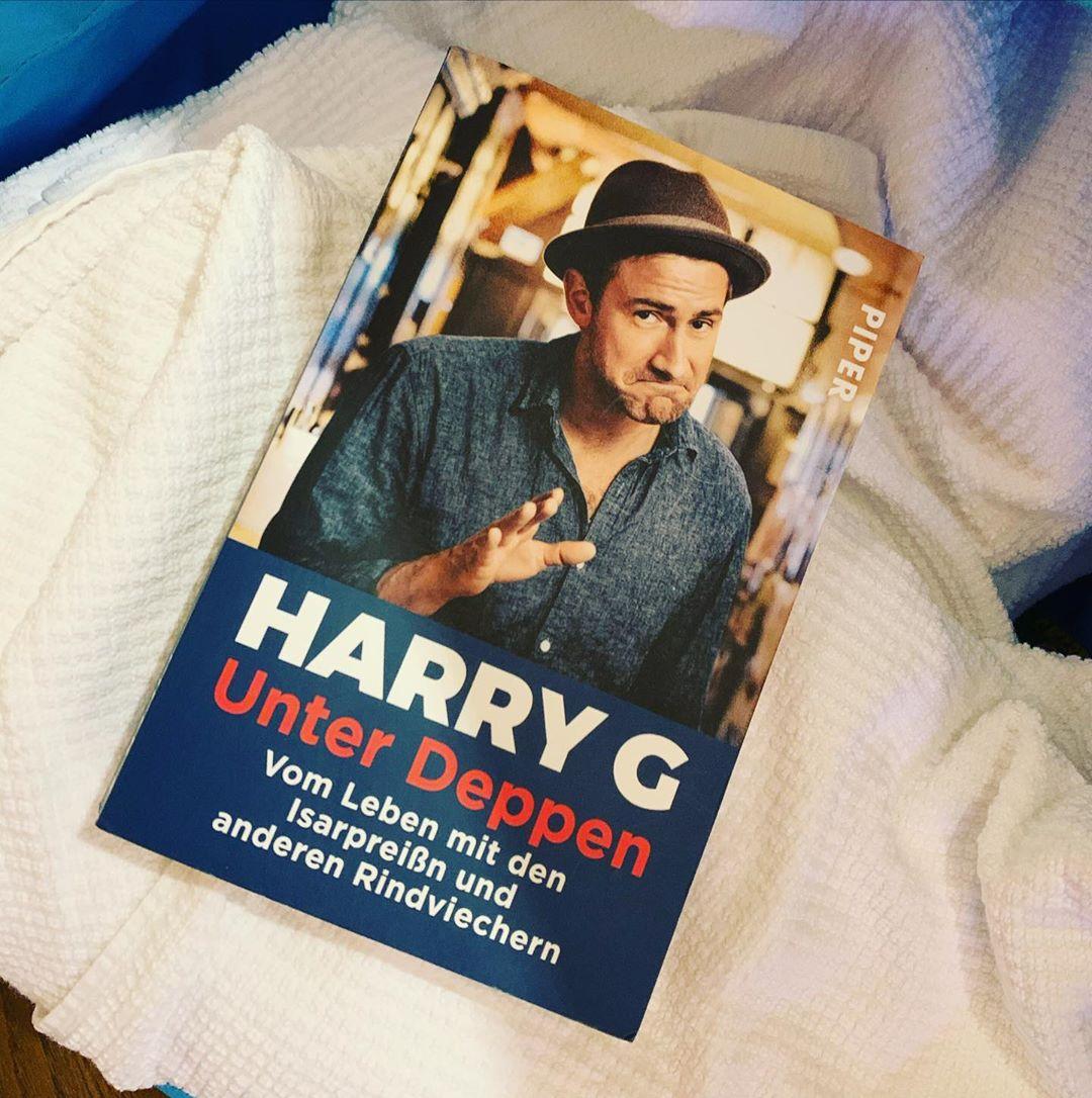 Gestern angefangen, heute fertig. Aber lieber Hr. Harry, wie gehts den Arno? Gibts News vom Rudi? Wie läuft der Unterricht mit dem zusgrastn? @harry_g_offiziell #urlaub