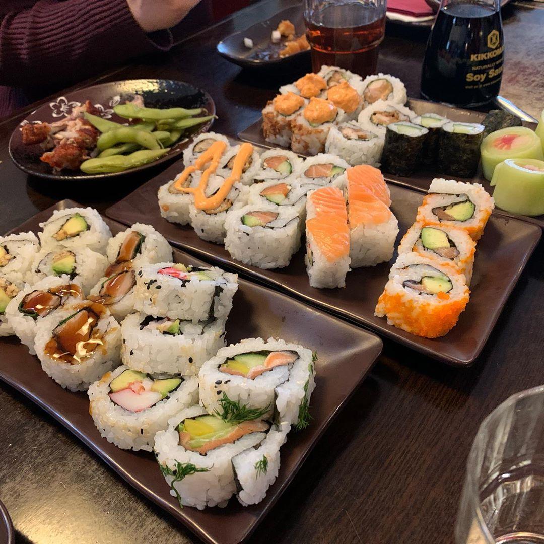 Dieses Bild benötigt einfach keinen Text. #foodporn #sushi #maki #ebi21