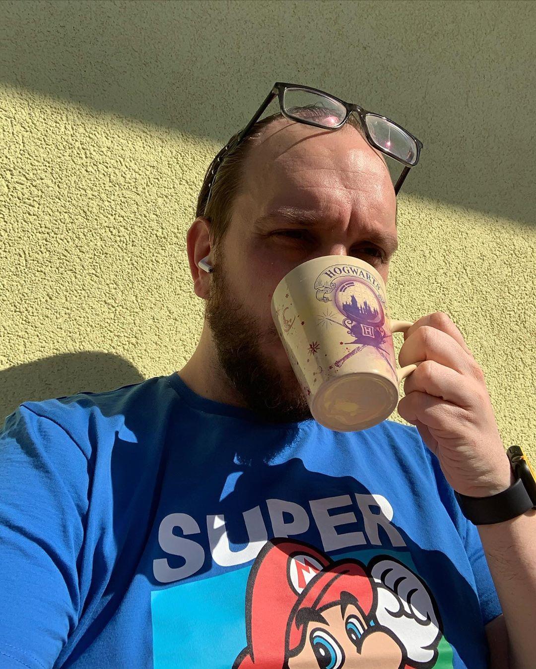 """Den """"After Breakfast"""" Kaffee alleine am Balkon genießen #sunnyday #ostern2020 #covid #stayathome #stayhome"""